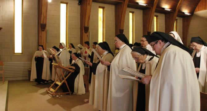 Chant et procession d'entrée