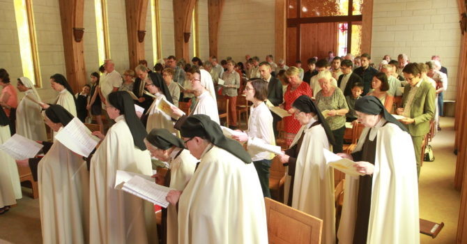Chant à Notre Dame du Mont Carmel à la fin de la célébration