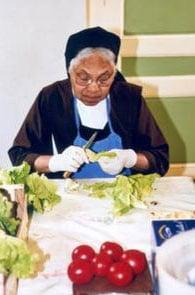 soeur_teresa_prepare_le_repas