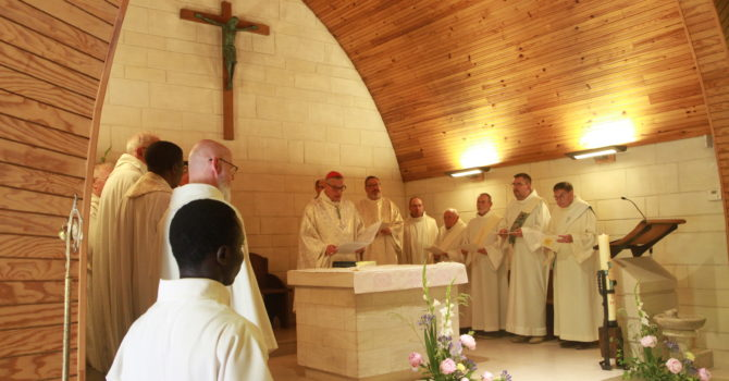 Célébrants du Jubilé dans la chapelle du Carmel